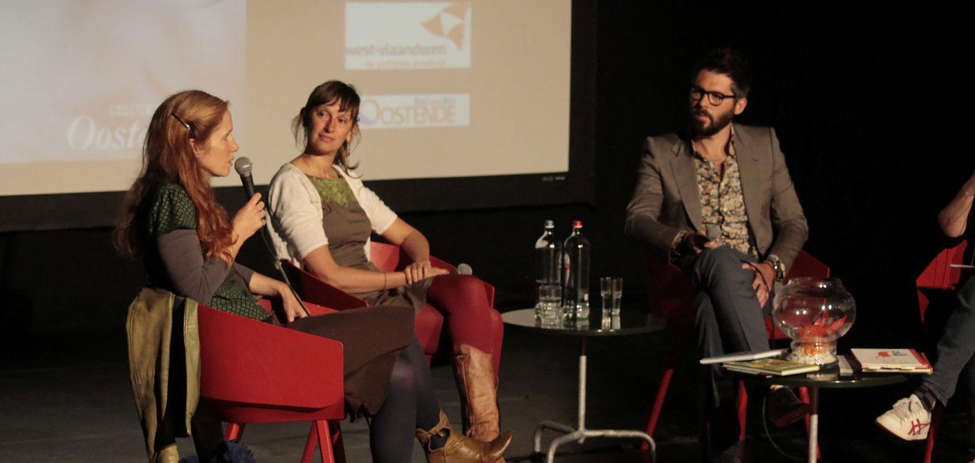 Foto van Sabien Clement, Evelien De Vlieger en Kristof Devos op de schrijfdag in Oostende