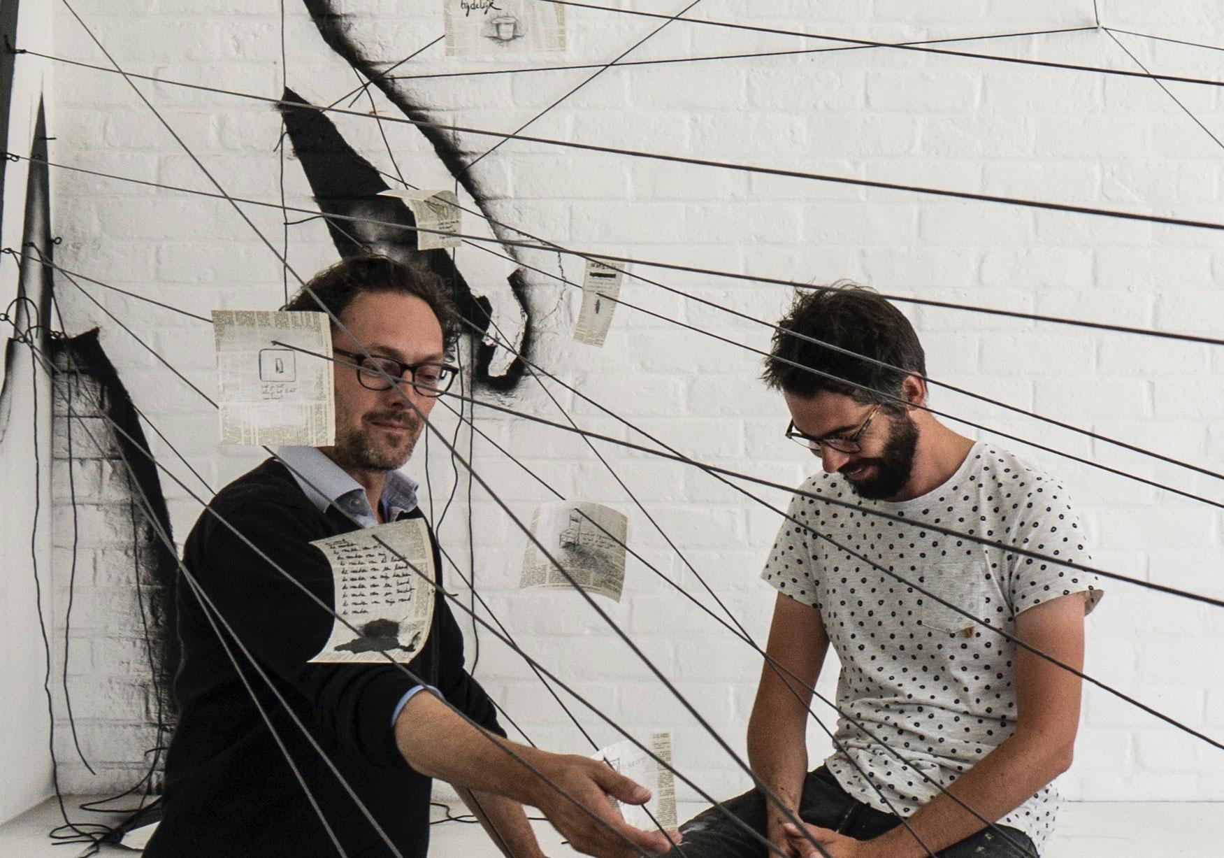 Michaël Vandebril en Kristof Devos in Watou voor het project 'De Muur'